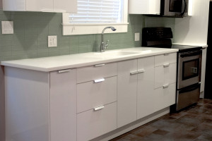 Hi-Macs Artic White Kitchen countertops with Integral Sink