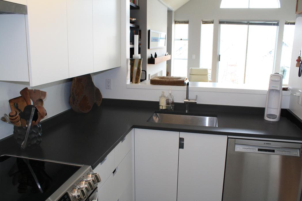 Fameli Canuto Diresco Beach Black Honed Quartz Kitchen